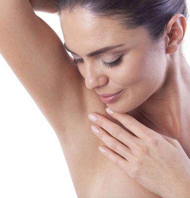 Hyperhidrose behandeln – Schweißdrüsenabsaugung oder Botox?